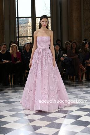 áo cưới chữ a màu hồng đắp ren lộng lẫy