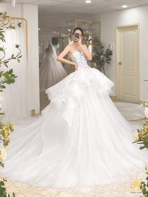 áo cưới công chúa xếp tầng